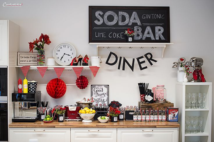 american diner, diner party, 50ies party, 50ies, DIY, deko, rezepte, decoration, recipes, american party, american diner recipes, birthday party, birthday bash, diner birthday party, red, black, coke colours, coca cola, Luftballons, vintage, diner night, paperstraws, treats, sweet treats, Naschereien, drinks, coca cola... http://www.cookingcatrin.at/50ies-party/