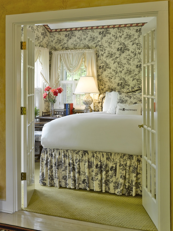 Relais & Chateaux - The Wauwinet is a quaint, elegant retreat built in 1860 and situated on the northeast end of the island of Nantucket, at the edge of the Great Point Wildlife Sanctuary. #relaischateaux #usa #room
