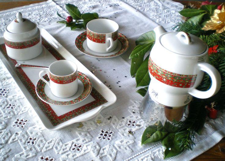 Set da tavola in porcellana decorata a motivo natalizio
