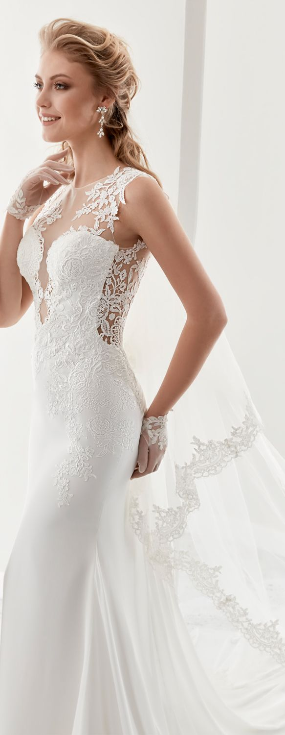 Jolies ivory mermaid gown, in chiffon with macramè lace. Jolies 2017 Collection