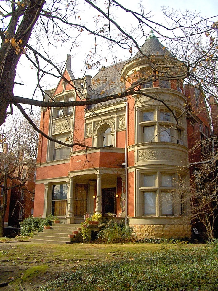 1000 images about victorian houses on pinterest queen for Queen anne victorian house