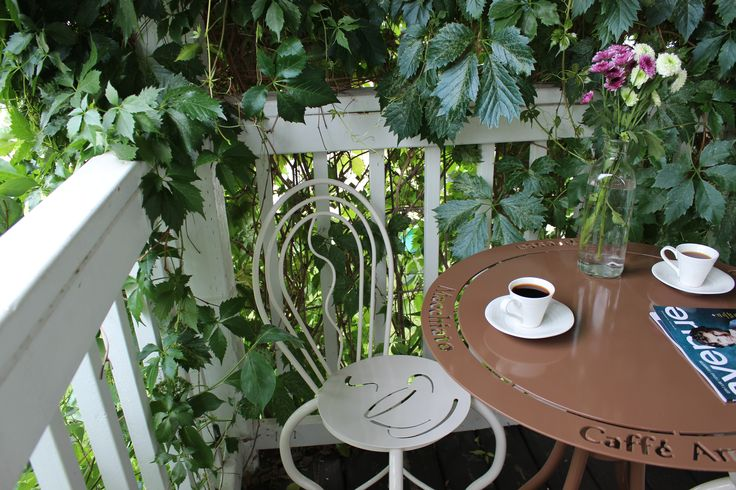 Coffee inspired bistro set in chocolate brown and cream