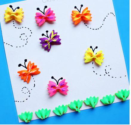 mariposas con pasta de colores