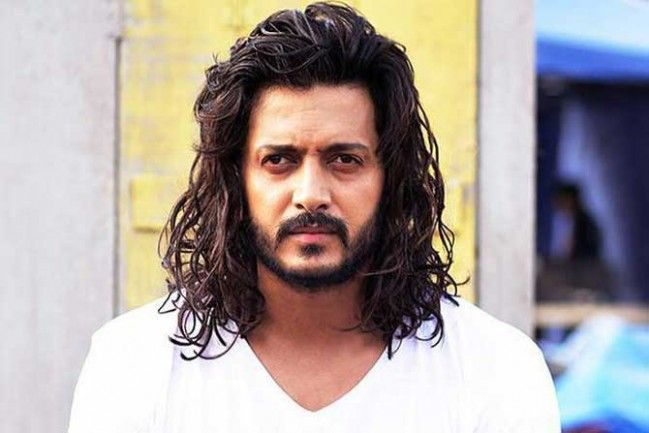 Ritesh Deshmukh Curly Hairstyle In 2020 Indian Bollywood Actors Actor Picture Bollywood Actors