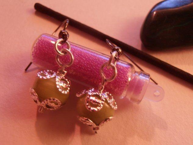 Boucles d'oreilles avec perles vert d'eau tranlucide. : Boucles d'oreille par natsaka