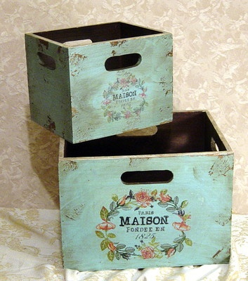 Shabby chic style hand painted wooden crates 2 Paris Maison soo Tres Chic!