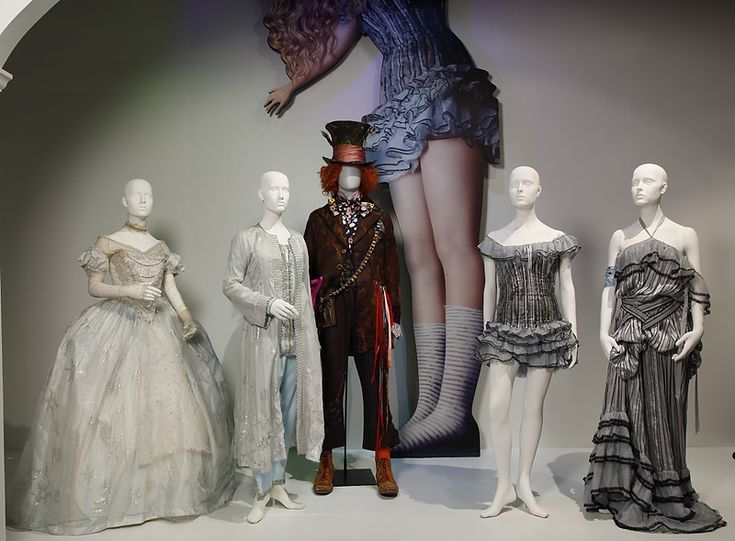 ALICE IN WONDERLAND COSTUMES...!!!: Atwood Design, Fidm Oscars Costumes, Colleen Atwood, Alice In Wonderland, Wonderland Costumes, The Angel, Fidm Museums, Costumes Design, Tim Burton