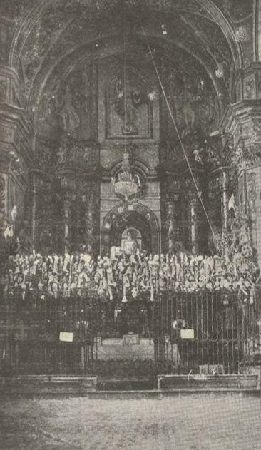 Nuestra Señora de la Aliaga Exvotos que colgaban de la verja que cerraba la Capilla Mayor del presbiterio antes de la Guerra Civil.