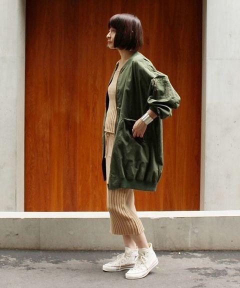 "◆""OSKAR""のニットアイテム  モッズコートには今注目のブランド ""OSKAR"" のウェアと合わせて旬な着こなしに。 足もとはやっぱりコンバースがいまの気分にぴったり!"