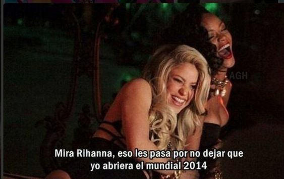 DivaDeaWeag / (foto 9/22)Cantante Colombiana Shahira e Rihanna ha divertimento memi Ispirato Sulla Presentazione de cantante Jennifer Lòpez e Pibull. Le migliori memi della cerimonia e la partita del Mondiale di apertura.: