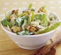 Caesar Dressing. Een heerlijke recept voor de dressing over een Caesar salade.  Caesar salade bestaat uit salade met kip croutons en Parmezaanse kaas