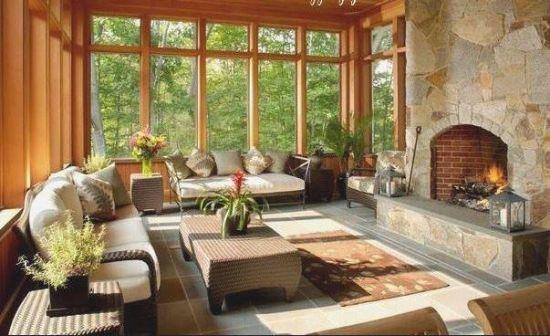 Model terasa lipita de casa inchisa cu geam si lemn