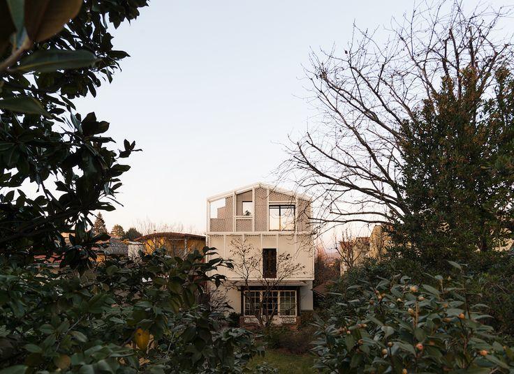 Soprelevazione in legno a Varese, realizzata da Novellocase su progetto dello studio di architettura LCA architetti