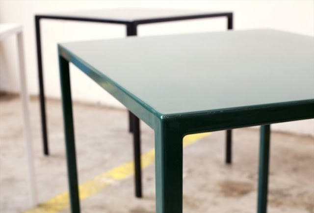 Enamel Table di Lucas Hinnerud,Daniel Enoksson e Jens Boldt