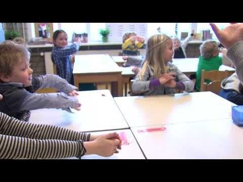 Rustmoment in de klas nl - YouTube