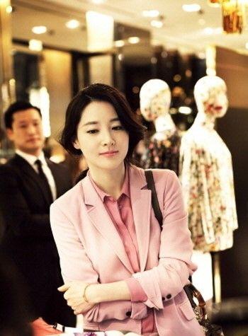 이영애도 '핑크 마니아?', 구찌 행사서 미모 과시 : 네이버 뉴스