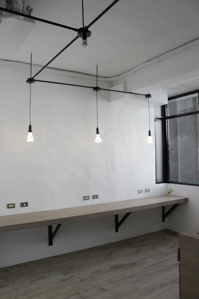 Include workbench with high stools in reception area for people to have small meetings /visitors to use