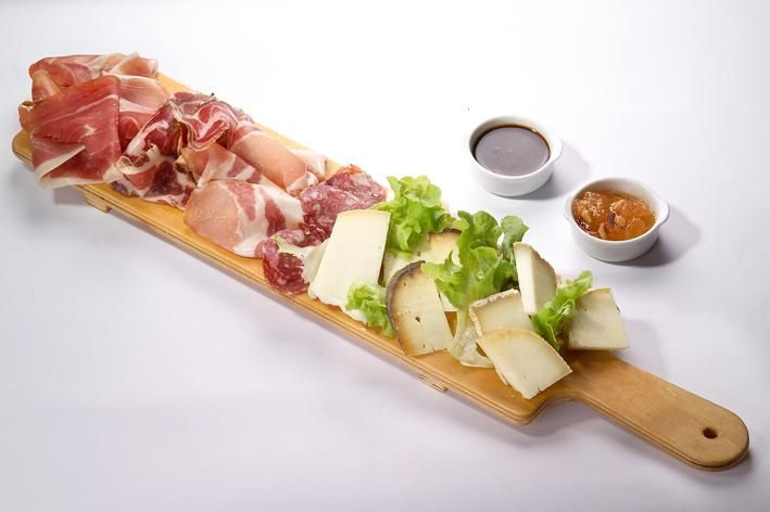 Ideas to serve cured meat and cheese. Tagliere di affettati e formaggi. (Italy)