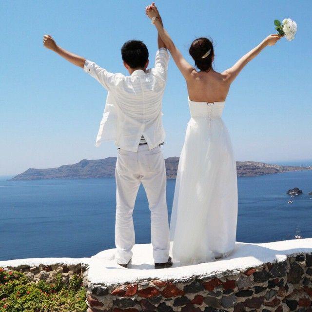 Celebrate your #love!  #wedding #photo #santorini #greece #celebration