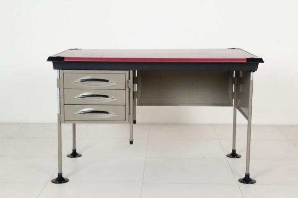 """BBPR - Una scrivania della serie """"Spazio"""" per OLIVETTI, 1960. - Lamiera smaltata,Italia"""