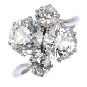 LOT:201   A diamond four-stone dress ring.