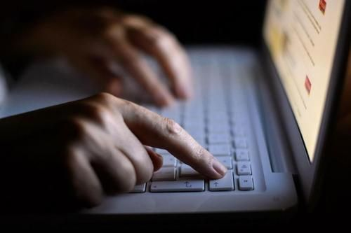Cultura: #Cosè il #cyberbullismo: a chi rivolgersi come combatterlo differenze con il bullismo (link: http://ift.tt/28XTjsH )