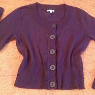 Damen Jacke strick Cardigan Gr. 38 in dunkel Lila von Kenny S.NW Wunderschöne strick Jacke, sehr leicht und weich, angenehm zu tragen. Vorne mit 5 Knöpfe zu schliessen. Leicht dehnbar. Wurde nur 1 Mal getragen. NW. Super kombinierbar. 50% Baumwolle, 50% Acryl Brust Weite ca. 48 cm Länge ca. 52 cm Arm Länge ca. 60 cm 83N