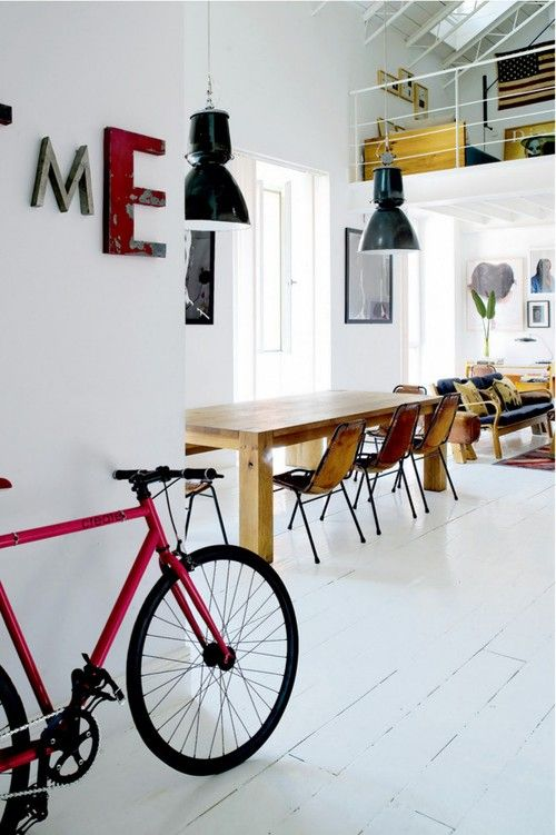 Loft   house   color   interior   white   modern   eclectic   retro   ROOM and serve - blogg om intending // repinned by www.womly.nl #womly #interieur
