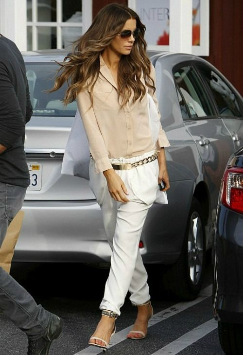 5/23 #ケイト・ベッキンセイル #シルクシャツ #テーパードパンツ #カフストラップサンダル 海外セレブ最新画像・私服ファッション・着用ブランドチェック DailyCelebrityDiary*