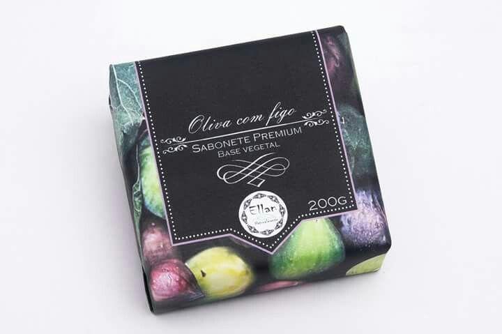 Com o perfume levemente doce, frutado, reconfortante e denso do figo unido ao toque sofisticado da oliva, os banhos serão momentos inesquecíveis e agradáveis.  Disponível a pronta entrega em Joinville, ou em nossa loja virtual:  www.ellan.ind.br  Ellan Naturalmente - A essência do seu bem estar.  Contato/Whatsapp: (47) 88543208 - Allan