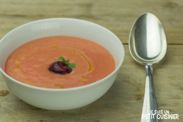 Comment élaborer un gaspacho aux cerises. Une version fruitée du classique gaspacho espagnol. Recette facile.
