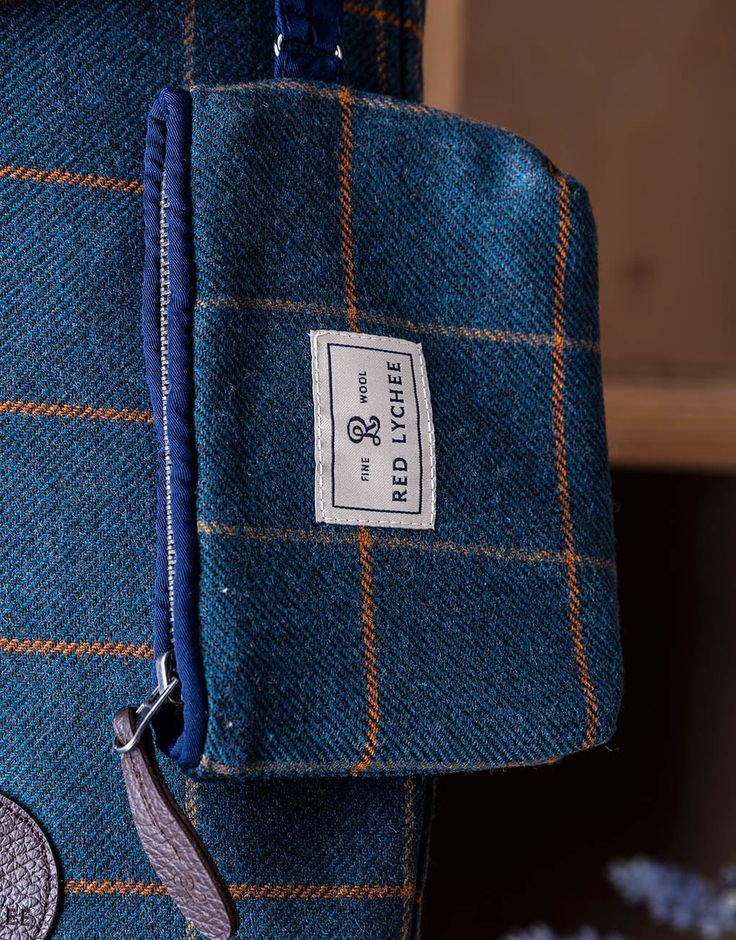 Vineyard wallet/pouch designed in a long format made from finest wool and finished with navy blue trim. The main compartment closes with a zip.