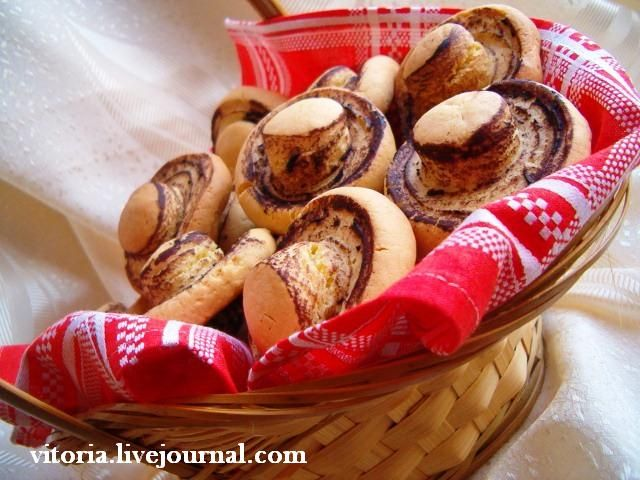 Увидела подумала сначала что настоящие,а это оказывается печенье да ещё и очень вкусное. Рецепт взят на сайте http://www.kuharka.ru пачка масла (250-300 гр) 1 ст. сах. пудры 2 яйца 1 десертная ложка какао 2 ст. кукурузного крахмала 1 ст. муки 1 ч. лож. соды Нагреваем духовку до 180 градусов. В…
