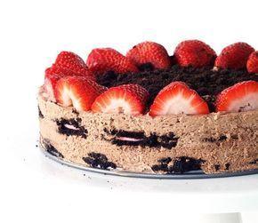 Ανάλαφρη τούρτα ψυγείου με όρεο και φράουλες