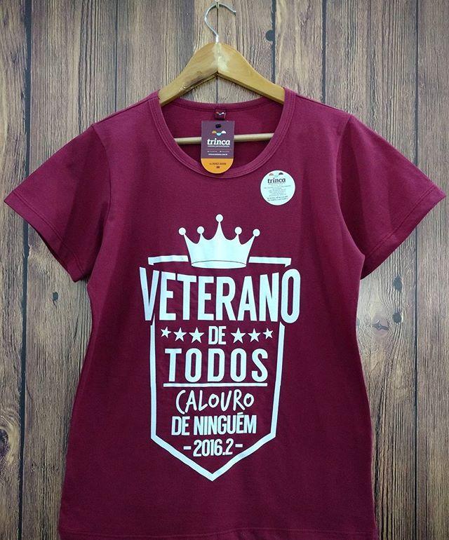 WEBSTA @ trincacamisas - Uma das camisas que mais fazem sucesso no nosso showroom!  Vem pra trinca você também! #camisas #camisaspersonalizadas #tshirt #tee #babylook #camisetas #camisetasdealgodao #trinca #trincacamisas #somostrinca #camisasdealgodao #estamparia #arte #design #artesedesign #layout #silk #silkscreen #algodao #facul #faculdade #meiomedico #faltam365dias #faltam500dias #veteranos #calouros