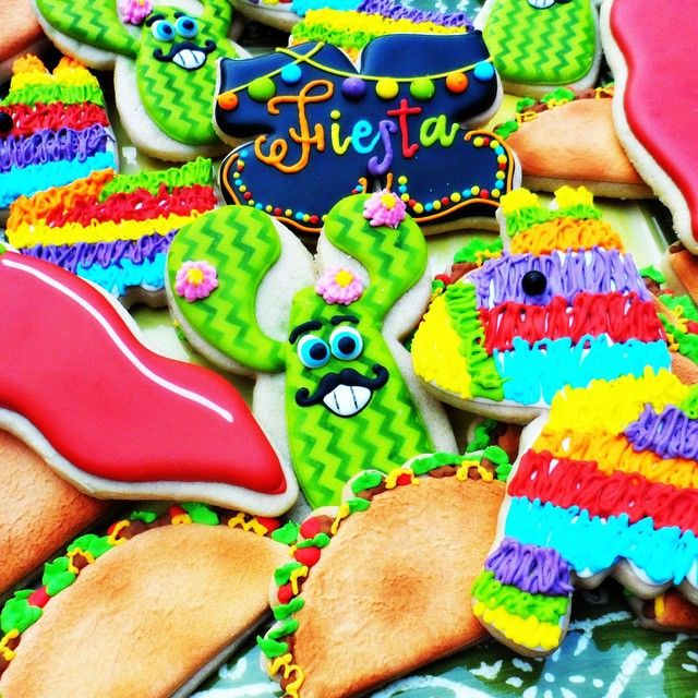 It's Fiesta Friday!!! #fiesta #Friday #tgif #letsparty #mexican #cactus #taco #cookies  #cookieart  #color