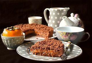 """Per il mio nuovo appuntamento in collaborazione con il Consorzio aceto balsamico di Modena IGP e la mia rubrica """"I dolci di Imma"""" , oggi vi propongo una torta deliziosa ovvero una torta crumble con un"""