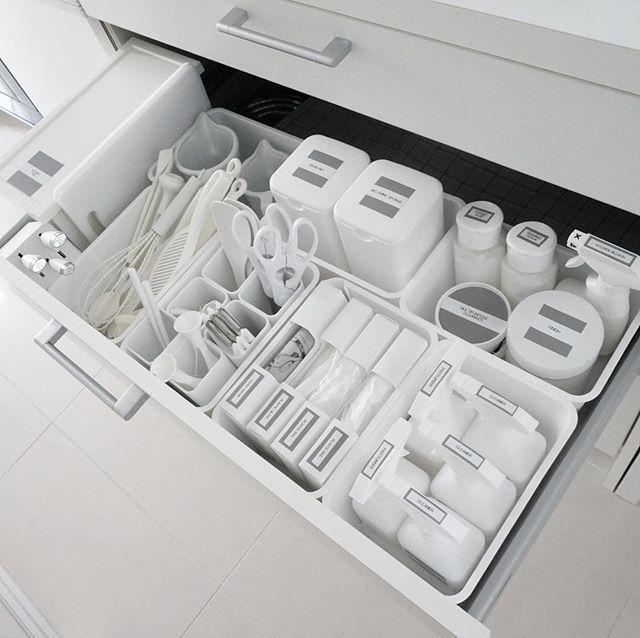 セリアのキッチンアイテム特集 モノトーンアイテム リメイクシート活用術 セリア キッチン 収納 キッチン 収納 100均 セリア キッチン用収納 ラベル