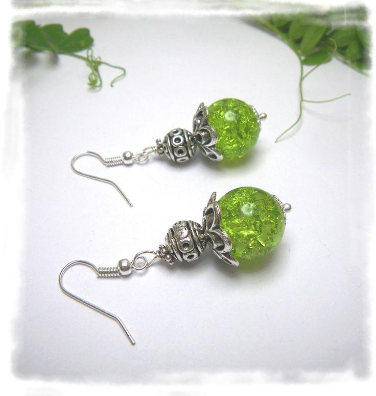 Boucles d'oreilles en perle de verre craquelé « Citronnelle » par Boutique Astrallia : http://www.alittlemarket.com/boucles-d-oreille/fr_boucles_doreilles_en_perle_de_verre_craquele_citronnelle_par_boutique_astrallia_-14179681.html