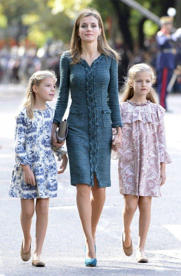 Letizia, muy ceñida y sus hijas heladas de frío en el desfile militar del 12 de octubre | blogs.20minutos.es