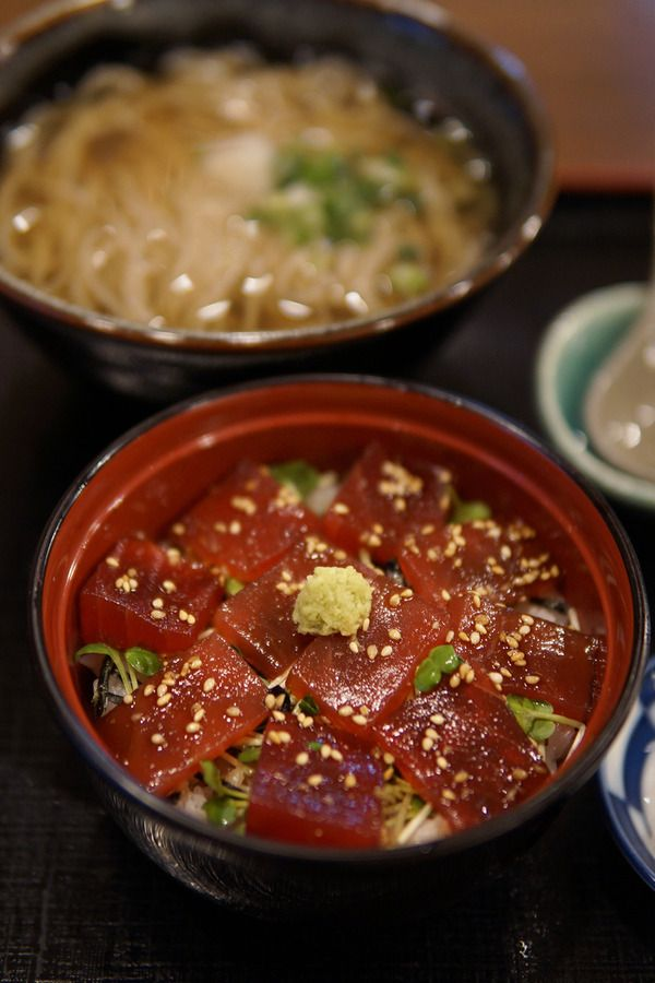 万太郎.net : 夜に箱崎ふ頭「そば処 湯桶庵」で鉄火丼と温蕎麦。