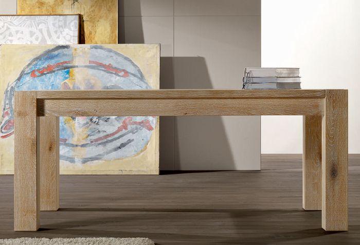 Tavolo in legno in massello e gambe in legno lamellare - qui nella finitura rovere miele disponibile su www.italianarredo.it - sezioni Tavoli su Misura