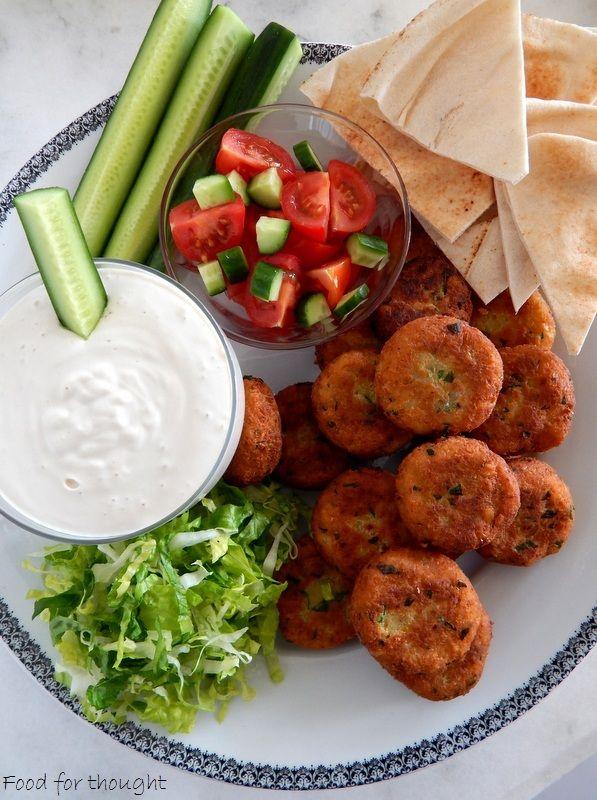 Φαλάφελ με σος ταχίνι http://laxtaristessyntages.blogspot.gr/2015/06/falafel-me-sauce-tahini.html