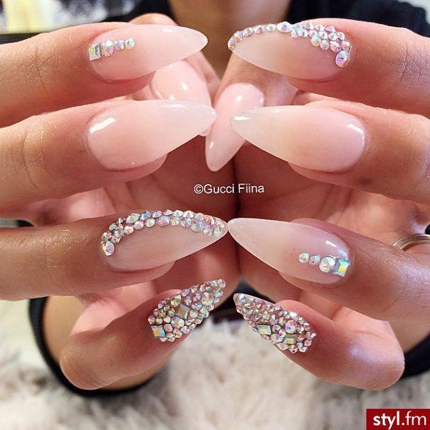 hermosas uñas almendradas