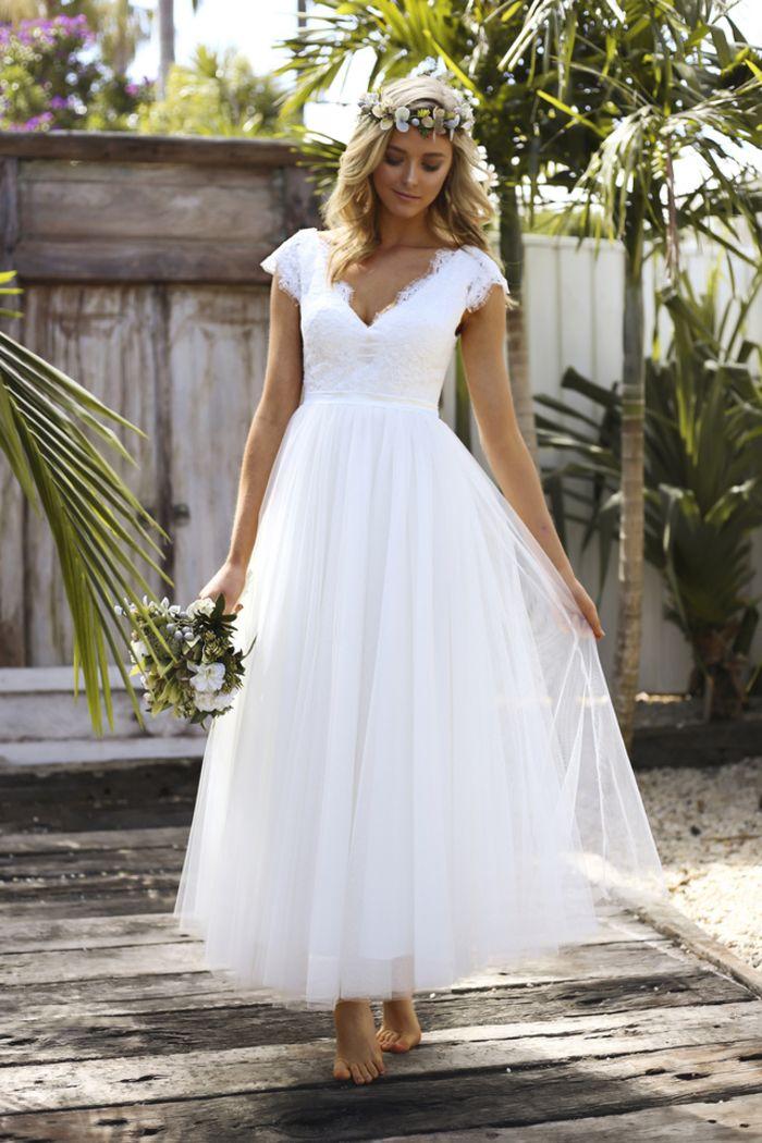 Sommer Brautkleid, mit V Ausschnitt, ärmellos, aus Tüll, in Weiß, schlicht und elegant