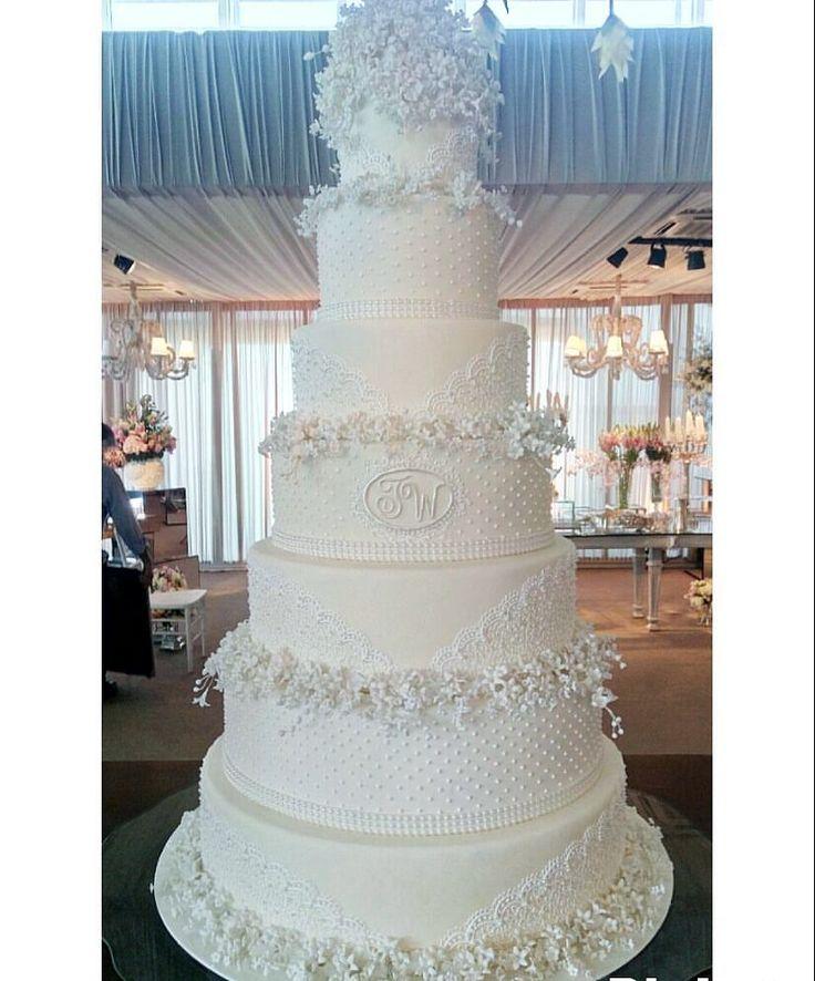 """3,341 curtidas, 84 comentários - Fest Bolos - Confeitaria Fina (@festbolos) no Instagram: """"O bolo cheio de carinho para o lindo casal @thyane_dantas e @wesleysafadao ❤ Muito amor para vocês…"""""""