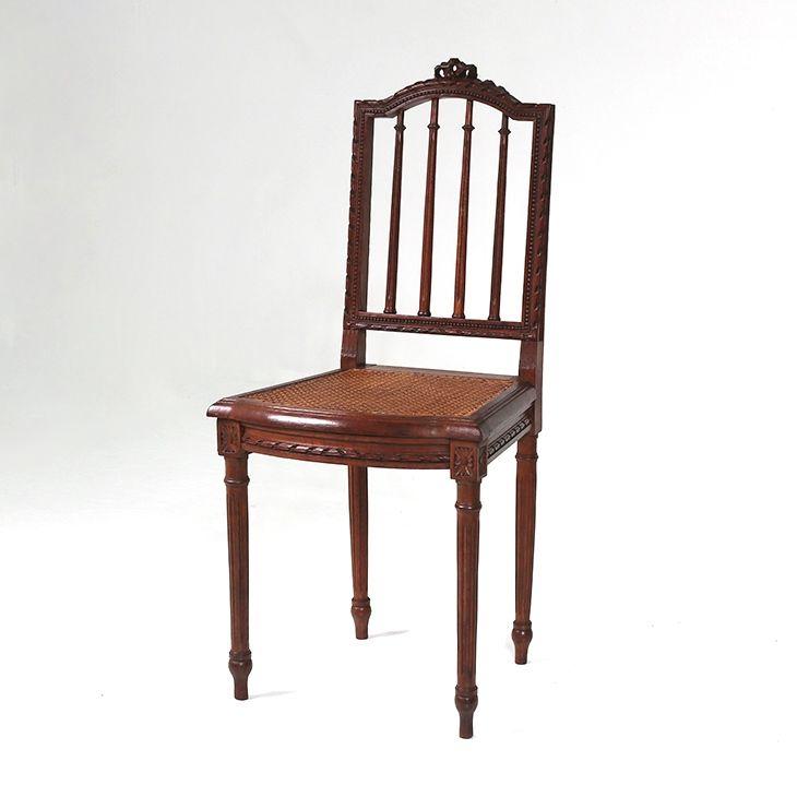 フランスアンティークの素敵な椅子  商品ID32295A 商品名アンティーク フレンチチェア 輸入国フランス 年代1920 材質オーク材 サイズ横幅:425 奥行:440 高さ:915mm(座面まで445) 重さ:3.5kg 業販価格¥39,800 (¥42,984 税込)  #チェア #ティーチェア #ダイニングチェア #椅子 #ルイ16世様式 #インテリア #interior #アンティーク #antique #アンティーク家具 #antiquefurniture #アンティーク家具屋 #アンティーク家具販売 #イギリスアンティーク #イギリスアンティーク家具 #イギリスアンティークマーケット #英国アンティーク #英国アンティーク家具 #フランスアンティーク #フランスアンティーク家具 #フランスアンティーク雑貨  http://www.antique-flandre.com/products/detail10022.html
