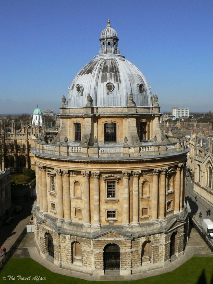 Top 10 things to do in Oxford (This is the Bodleian Library)