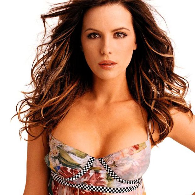 kate beckinsale boobs