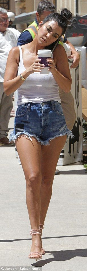 she recently rocked shorts - 306×952